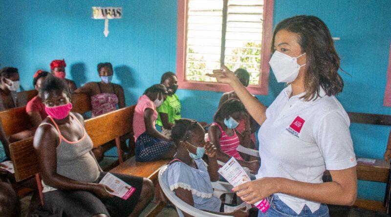 AHF República Dominicana dona más de 50 mil toallas sanitarias a 5 mil niñas y adolescentes de diferentes bateyes del país