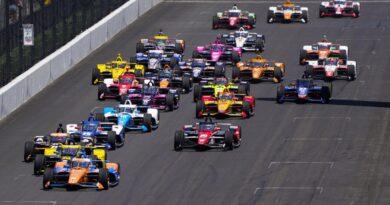 Dixon y otros pilotos de renombre luchan en Indy 500