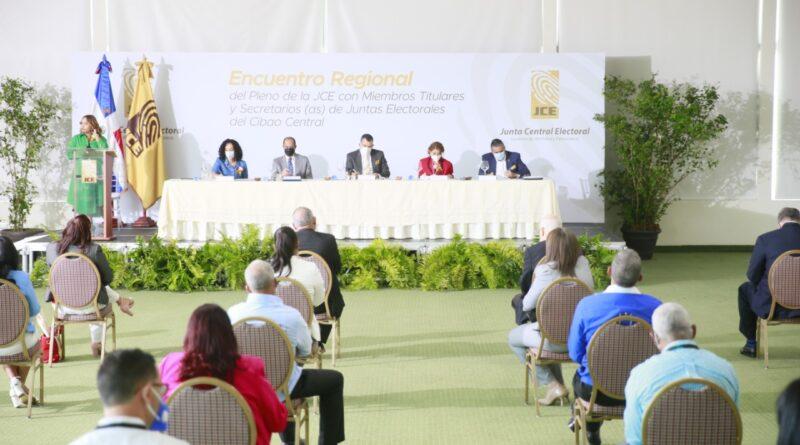 Pleno de la JCE se reúne con miembros titulares y secretarios de 31 juntas electorales del Cibao Central