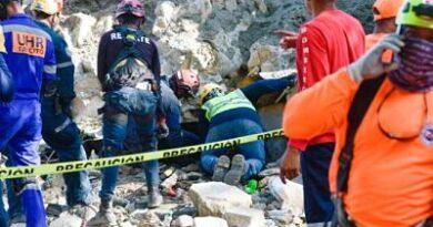 Dos personas muertas es el balance preliminar tras el derrumbe de pared en Villa Carmen de Bani