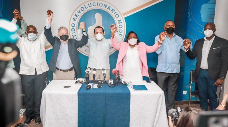 Destacada dirigente y diputada del PLD, María Suárez, se juramenta en el PRM