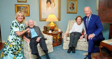 Las rarezas del gran angular: los (gigantes) Biden se encuentran con los (diminutos)