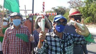 Realizan caminata contra la explotación de carbonato de calcio en la Sierra de Bahoruco