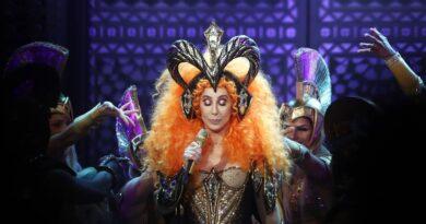Regalo de cumpleaños número 75 Cher anuncia película sobre su vida