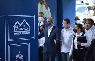Gobernadora de Santo Domingo participa en primer Palazo del Plan Mi Vivienda