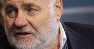 Según la publicación de Facebook: Rezzo hose representa a Boris Palmer en los procedimientos de exclusión de partido