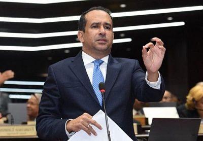 Víctor Suárez se disculpa luego que cancelaran fiesta en Santiago; aclara pidió se cumpliera la ley