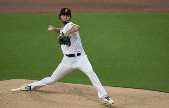 Darvish abanica a 12, revisión ayuda a Padres ante Gigantes