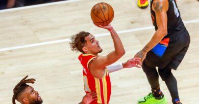 Trae Young vuelve a colocar a los Hawks en playoffs de la NBA