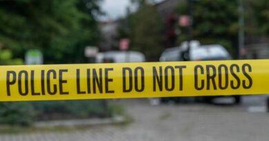 Un hombre de origen hindú confiesa violó sexualmente y estranguló a su madre en Queens