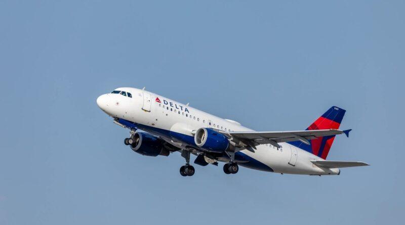 Un avión aterriza de emergencia en EE.UU. después de que un pasajero intentara abrir la puerta en pleno vuelo