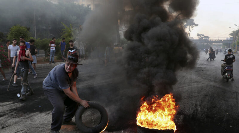 Líbano despliega al Ejército tras fuertes protestas que dejaron varios heridos entre civiles y militares