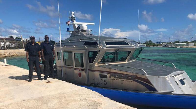 Encuentran en el Caribe un bote a la deriva con 20 cadáveres cerca de las costas de las Islas Turcas y Caicos