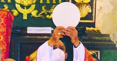 Bretón dice Iglesia apoya lucha contra la corrupción