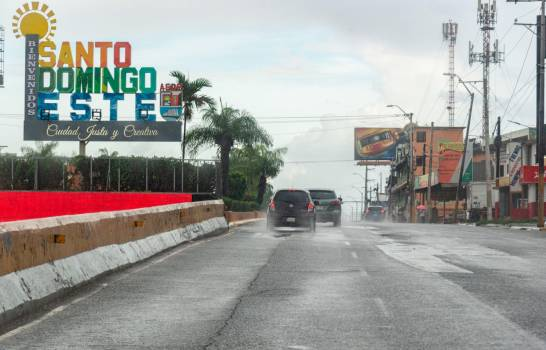 Lluvias y toque de queda mantienen en sus casas a ciudadanos del Gran Santo Domingo