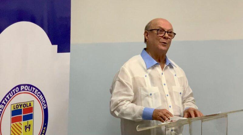 Hipólito denuncia hay funcionarios muy malos; dice Abinader debe quitarlos