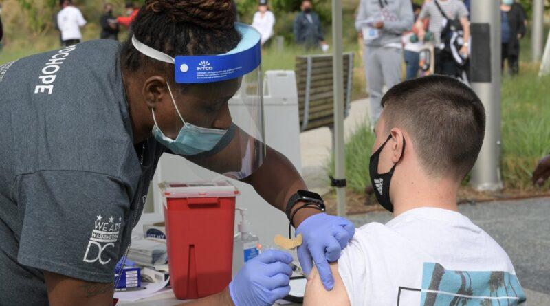 Casi todos los que mueren hoy por COVID-19 en Estados Unidos no estaban vacunados