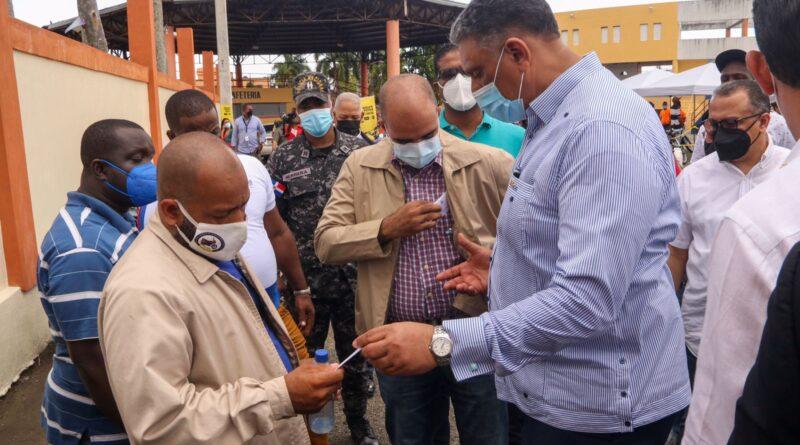 Ministro de Interior y Policía afirma que ya comienza a verse el cambio en Cristo Rey Destaca iluminación de los barrios y asfaltado de las calles