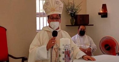 Obispo: Grupito que duerme de día y bebe de noche es que riega el COVID-19