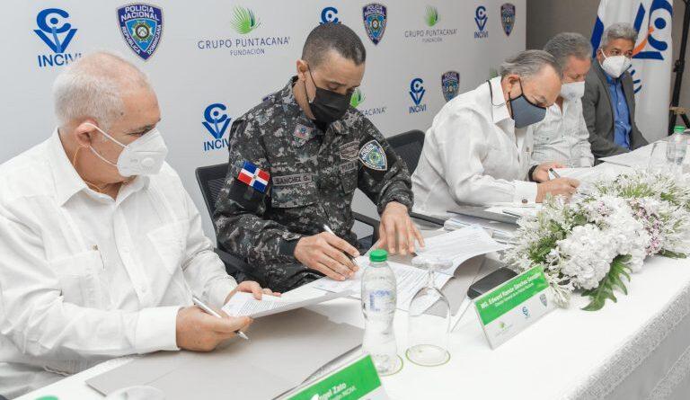 Fundación Grupo Puntacana e INCIVI firman acuerdo con la PN