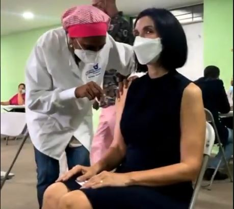 Primera Dama anuncia se aplicará tercera dosis de la vacuna en la próxima semana