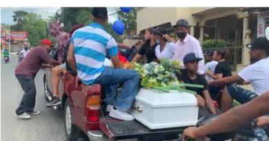 Realizan funeral a la joven asesinada de más de 40 puñaladas por su ex-pareja, Suleidy María Fernandez, hoy Sábado por la mañana