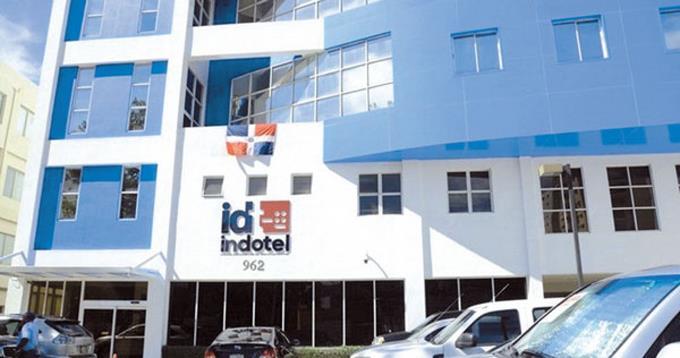 """El Indotel clausura negocios de """"reventas ilegales"""" de internet"""