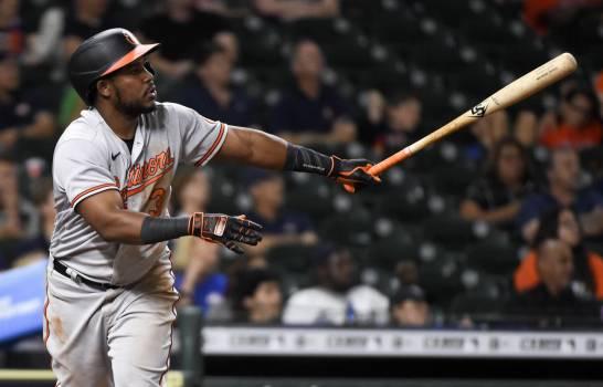 Los Orioles aplastan Astros; Maikel Franco anota y remolca tres carreras