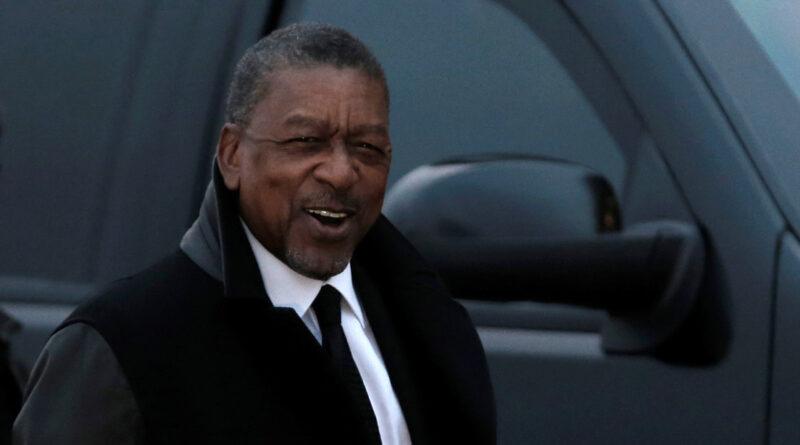 El multimillonario Robert L. Johnson insta a EE.UU. a indemnizar a los descendientes de esclavos negros con 14 billones de dólares