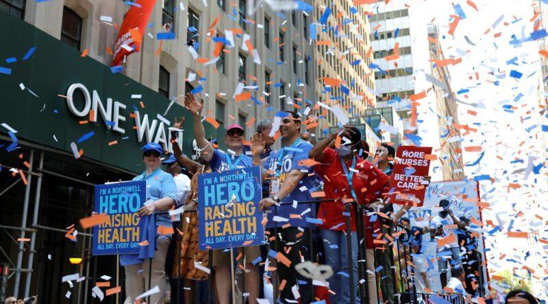 Nueva York celebró el fin de las restricciones con un desfile sin mascarillas