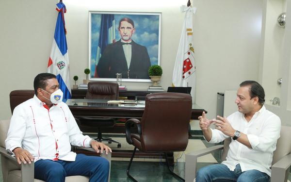 Alcalde Abel Martínez se reúne en su despacho con Víctor D´Aza secretario general LMD