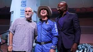 Bezos remata el vuelo espacial con un truco benéfico 'apresurado'