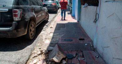 Aceras de calle Padre Billini no aptas para personas con discapacidad por deterioro
