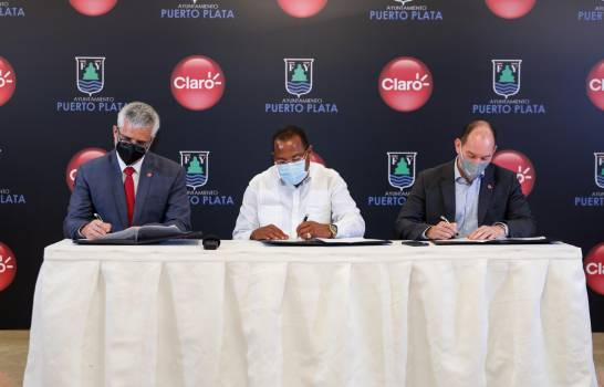 Claro y Ayuntamiento Puerto Plata firman acuerdo