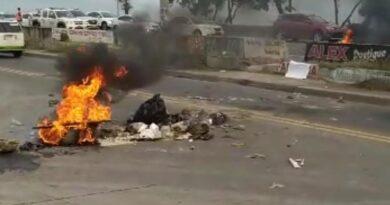 En Los Frailes II SDE protestan en demanda de energía eléctrica y recogida de basura