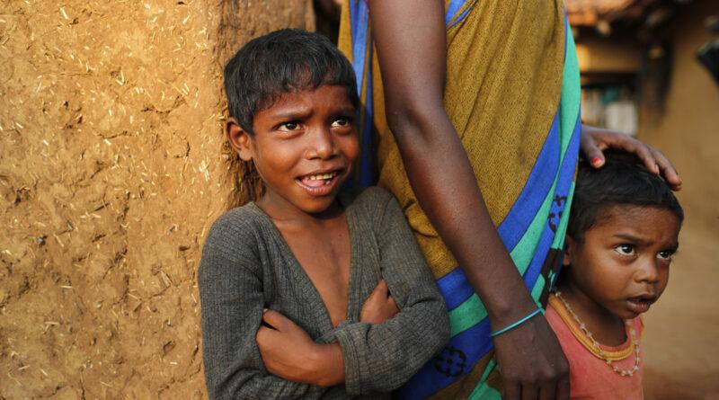 El estado más poblado de la India estudia pagar en efectivo a parejas que opten por la esterilización voluntaria