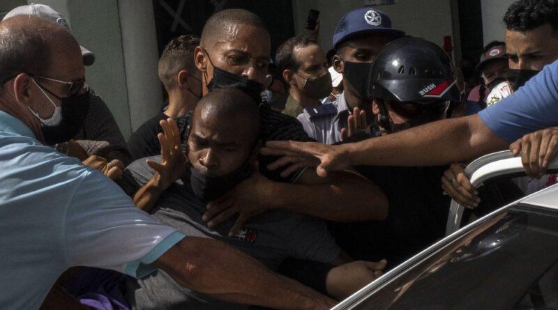 """El régimen cubano amenazó a los manifestantes y dijo que se defenderá """"al precio que sea necesario"""