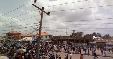 Los secuestradores de 156 estudiantes nigerianos capturan al hombre que les llevó el dinero del rescate y exigen más