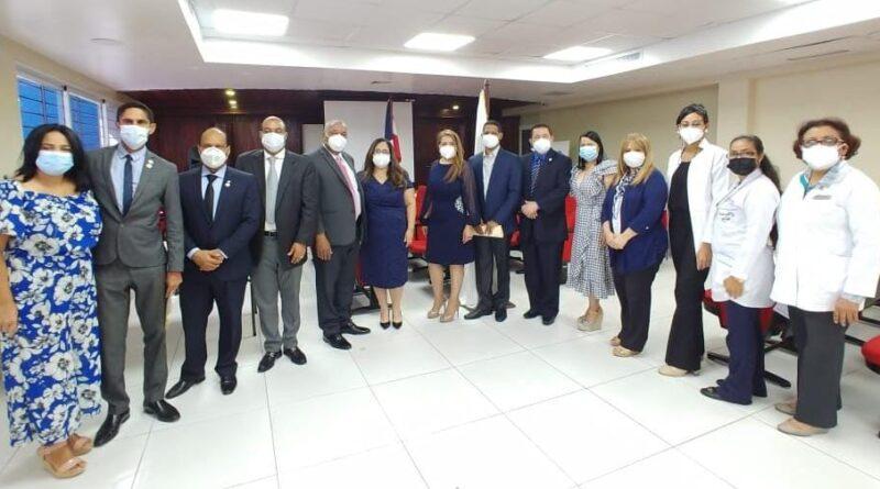 Moscoso Puello entrega al país 44 especialistas