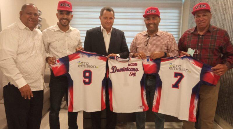 Zero Emisión RD entrega uniformes para gira deportiva anual de la ACDS en Nueva York