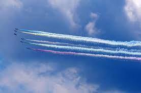 Blue Impulse juega un papel importante en el vuelo olímpico de cinco colores sobre el centro de la ciudad por primera vez en 57 años.