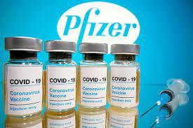 Por qué el pedido de una tercera dosis de refuerzo de la vacuna de Pfizer generó polémica y controversia con la FDA y los CDC