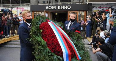 El nieto de Menshov pronunció un discurso en el funeral del director