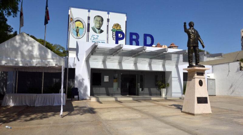Perremeístas exigen empleos; pintarrajean local PRM en San Juan
