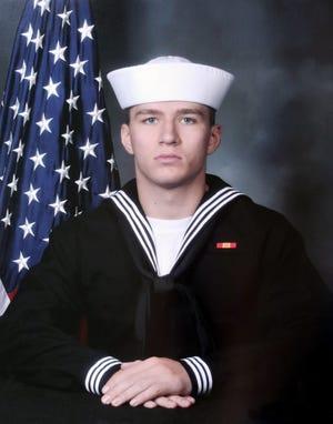 El ayudante médico de la Marina de Ohio Max Soviak, graduado de la escuela secundaria Edison, murió en un ataque terrorista en el aeropuerto de Kabul