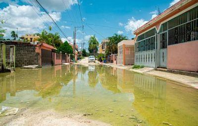 Alcalde Carlos Guzmán afirma trabaja para solucionar problema de charco denunciado por José Boquete