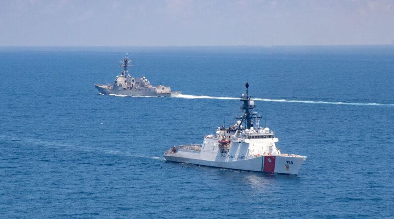 """China tacha a EE.UU. del """"mayor destructor de la paz y la estabilidad"""" por el tránsito de buques de guerra estadounidenses por el estrecho de Taiwán"""
