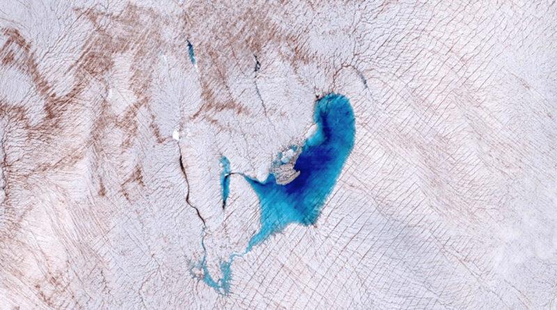 Detectan que flujos y lagos subglaciales se manifiestan en la superficie de la capa de hielo en Groenlandia
