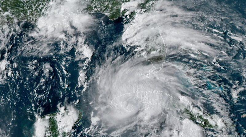 """El huracán """"extremadamente peligroso"""" Ida, de categoría 4, toca tierra en la costa de Luisiana"""