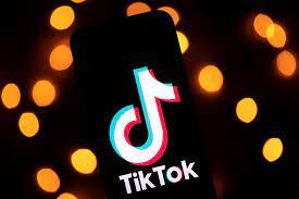 Estrella turca de TikTok muere al caer desde el techo de un edificio mientras grababa un video